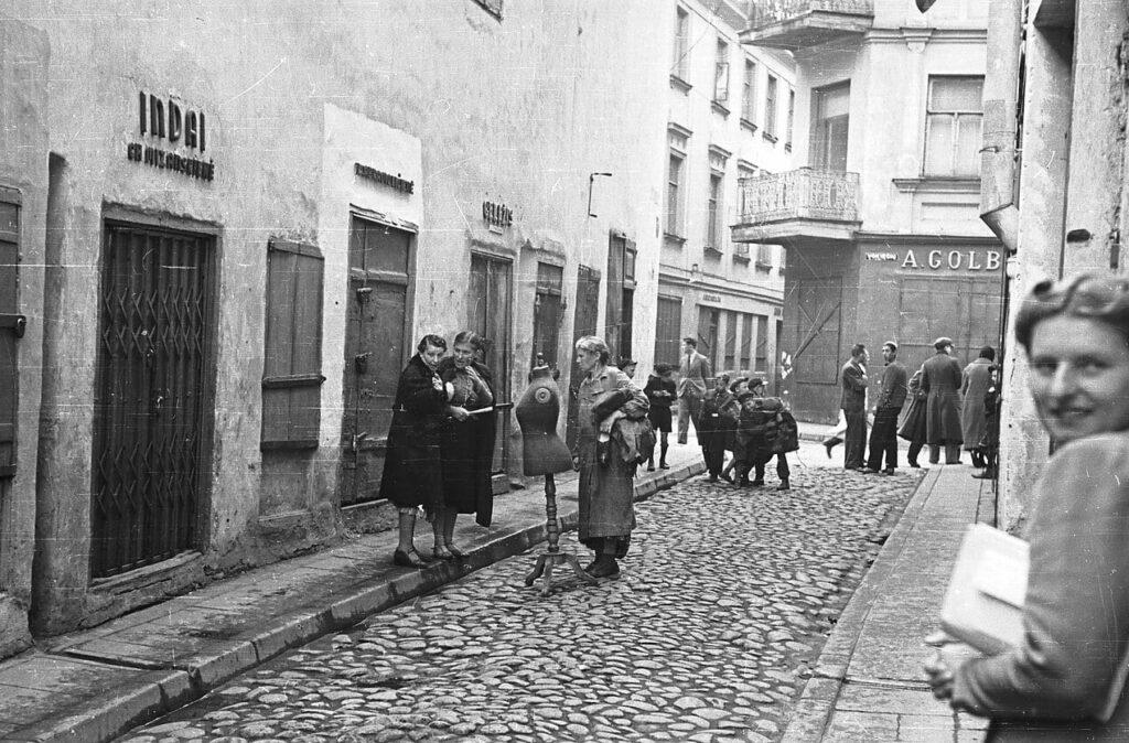 Antokolskio–Vokiečių g. kampas. 1940 m. Mečio Brazaičio nuotrauka Iš privačios Valentino Gylio kolekcijos